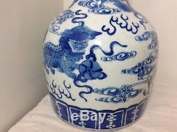 Chinese porcelain bottle vase Blue White Foo Dog Qing dynasty kangxi jar dragon