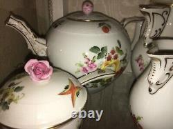 HEREND Hand Painted Porcelain Dinner Service 67 Items Mint Condition Investment