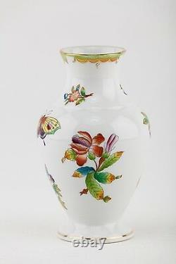 Herend, Queen Victoria (vbo) Vase 6.5, Handpainted Porcelain! (p134)