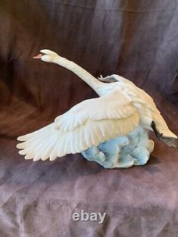 Kaiser Porcelain Large MUTE SWAN IN FLIGHT HP Ltd Ed 307 of 2000 TAY