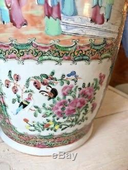 Pair of 19th Century Hand-Painted Cantonese Rose Medallion Porcelain Vases 18